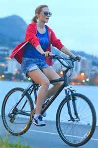 Heather Graham bicycling